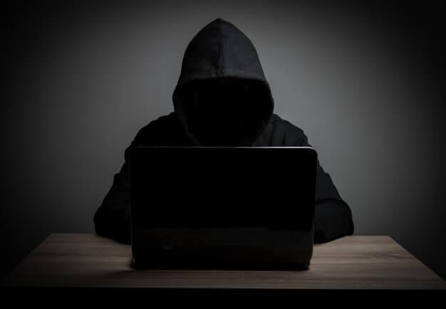 Cuidate de los  hackers, cuida tu información en la red.